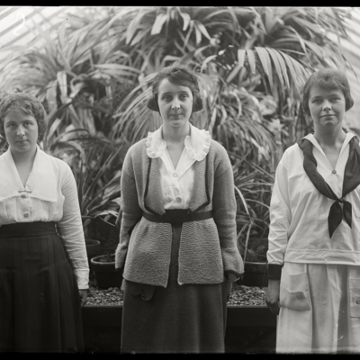 Mary Clough 1922, Marie Bobbrow 1922, Frances Bell 1921